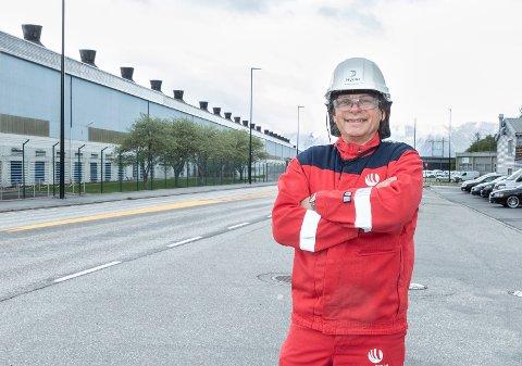 Overskudd: Fabrikksjef Roar Ørsund ved Hydro Sunndal kan se på et overskudd til tross for koronatiden.