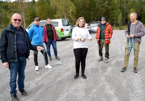 Tingvoll IL: Søkte om ekstra tilskudd på grunn av   vintervedlikehold av den nye parkeringsplassen ved vanntårnet på Vågbø. Bildet er fra da ordfører Ingrid Waagen klipte snoren i fjor høst.