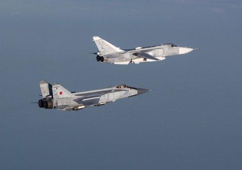 Russiske jagerfly fotografert utenfor kysten av Nord-Norge i forbindelse med identifisering.