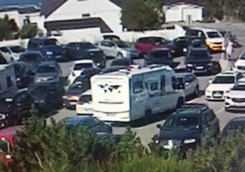 OVERVÅKINGSBILDE: Et overvåkingsbilde viser bobilen som skal ha kræsjet inn i bilen til Gisle Løkken Hansen mandag formiddag.