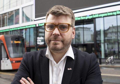 Sjefredaktør og administrerende direktør Sigvald Sveinbjørnsson i BA reagerer sterkt på Helse Vests valg om å stanse den offentlige informasjonsflyten om pasienttilstand etter ulykker og voldshendelser. FOTO: ARNE RISTESUND