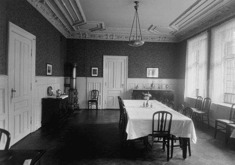Spisestuen til Røde Kors søsterhjem før i tiden. Dette bildet er fra 1928.