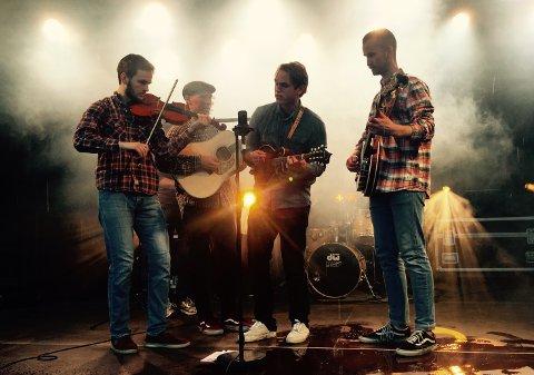 Dans i Mastrahuset: Bandet Strengeplukk kommer til Mastra IL sin høstdans i september. Idrettslaget inviterer til festligheter i Mastrahuset.