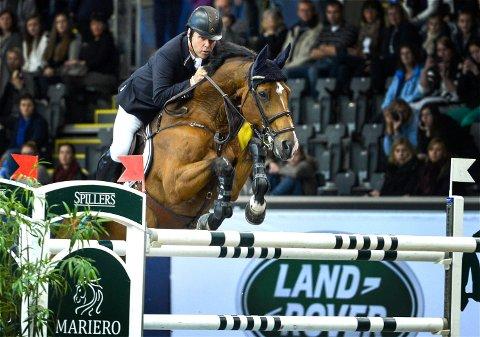 TIL TOPPS: Geir Gulliksen og hesten Edesa S Banjan seiret i NM. Her fra en tidligere konkurranse.