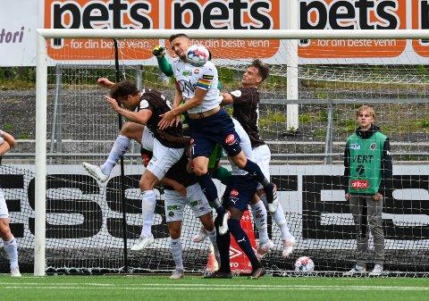 I 2. RUNDE: SIF og MIF skal spille 2. runde i fotball-NM til helga. Her fra Ælv Classico i Mjøndalen i juni som endte 1-1.