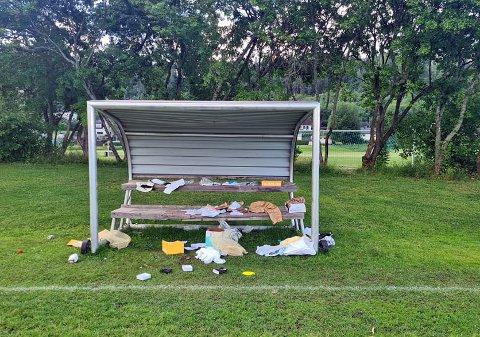 Pakkene ble funnet på Vassenga idrettsanlegg.
