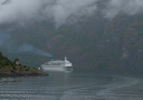 CRUISESKIP: Innan 2026 skal alle skip som skal segle inn verdsarvfjordane vere utsleppsfrie.
