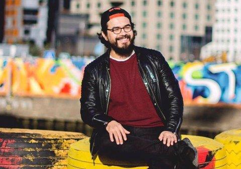 Populær mann: Chris Medina er klar for brygga lørdag kveld. Allsangen med ni artister, husband og kordamer hadde torsdag 300 billetter igjen.