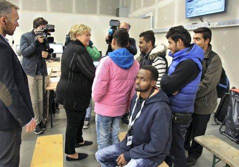 Fredrikstad tar imot flere flyktninger: Bildet er tatt ved ankomstsenteret i Råde, da  Erna Solberg var på besøk. (Arkivfoto: Moss Avis)