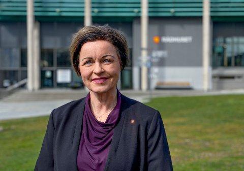 Hvem blir hennes etterfølger og nye medarbeider? Kommunedirektør Nina Tangnæs Grønvold var tidligere øverste sjef for Helse og velferd. Nå skal hennes erstatter på plass.