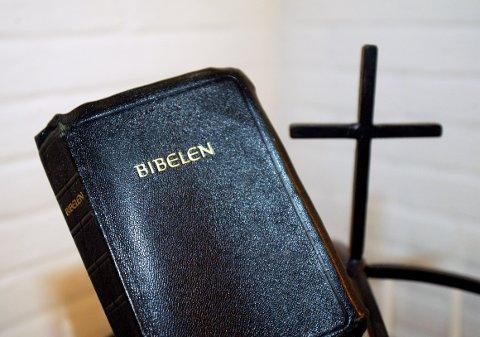 Kristelig Folkeparti; vi har allerede en veileder som forteller oss hvordan norske skoler skal praktisere gudstjenester i skoletiden. Det vi trenger er et press på skoler som i dag ikke oppfyller dette regelverket, skriver Christian Lomsdalen.
