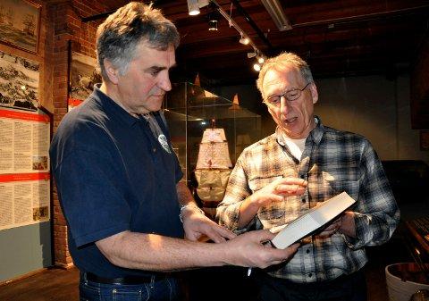 EKSPERTISE: Kurt Aust fikk hjelp av Marinemuseet og Per Skjegstad til å lese gjennom teksten.