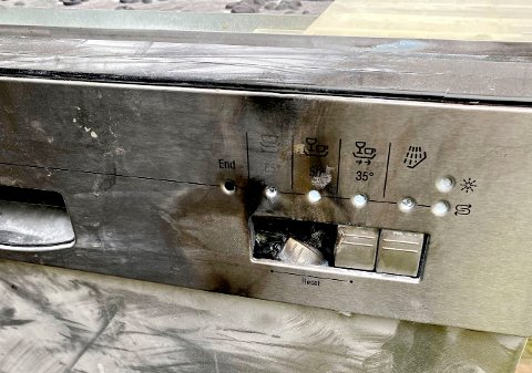 OPPVASKMASKIN: Oppvaskmaskinen går, beboerne er hjemme på Nykirke da de først lukter røyk og umiddelbart deretter utløser røykvarsleren.