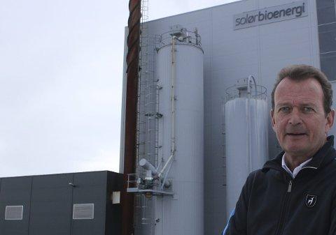 Stolt: Erik Lynne startet med bioenergi i 2003, og nå står det Solør Bioenergi på 51 sentraler i Norge og Sverige. Satsingen på Kirkenær ble en suksess i to land, og veksten skal fortsette. bilder: kenneth mellem