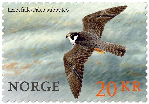 Lerkefalken pryder ett av de to nye fuglefrimerkene som kommerr i salg fra 2. januar 2017.