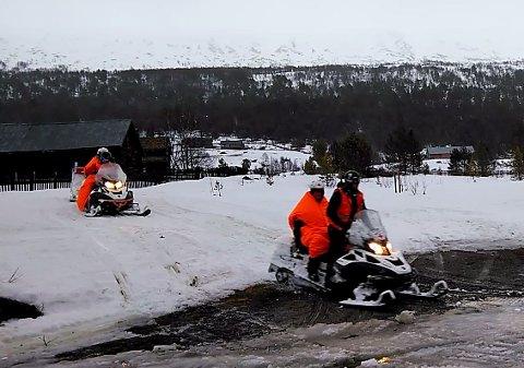 Politiets operasjonssentraler ble en stund koordinert fra Sota Sæter under en redningsaksjon 29. mars.  Nå har justisminsiteren måtte svare på hvorfor.