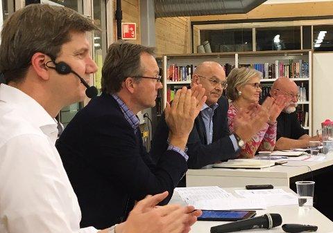 Morten Hagen (GBL), Ulf Rogneby (V), Randi Eek Thorsen (Ap) og Dag Nicolaisen (Rødt) satt i panelet på næringslivsdebatten.