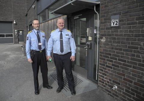 HALDEN FENGSEL: Her representert ved assisterende fengselsleder Jan R. Strømnes (tv) og fengselsleder Are Høidal.