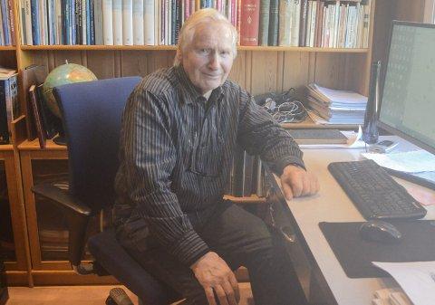 Barnebokforfattar: Lars O. Bleie har skrive forteljingar frå eigen barndom. Snart kjem glimta i bokform. Foto: Mette Bleken