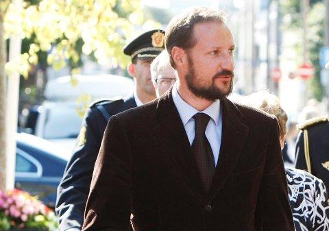 Kronprins Haakon tar turen til Haugesund.