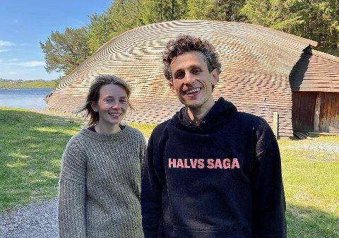 FORAN OG BAK SCENEN: Vilde Lundal Rossebø og Lars Henrik Aarnes er både skuespillere og produsenter for Haugesund Teater sitt nye sommertilbud på Bukkøy.