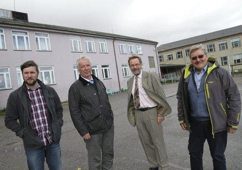 UENIGE: Mens Willy Pedersen (Ap, til venstre) vil se Sentrum stengt og solgt, satser Knut Busk, Otto Strand og Bernt-Aksel Jensen på ny aktivitet i bygget.alle foto: anniken renslo sandvik