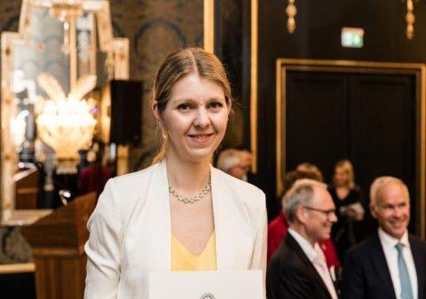 FIKK LÆRERPRISEN: Ellen Egeland Flø i forbindelse med at hun mottok Lærerprisen fra Det Norske Videnskaps-Akademi i fjor.