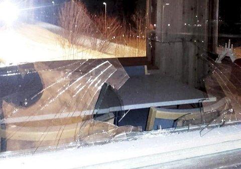Knust: Hærverk i hopptårnet i hoppbakken i Hof.foto: Hof IL