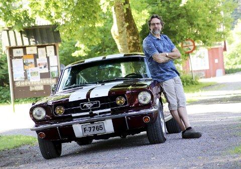 Min sommerperle: Kim Hjardar gleder seg til en sommerferie bak rattet på sin Mustang 1965 Fastback.alle foto: Jarl Rehn-Erichsen