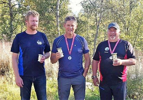 IMPONERTE: Terje Bakke, Atle Helland og Taisto Erkinharju skaut alle til sølv under norgesmeisterskapen på Røros i helga. (Foto: Privat).