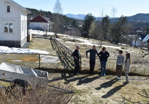 REAGERER: Arne Birger Teigen, Torfinn Tobiassen, Inger L. Jarness, Karin Weslien og Ann Cathrin Sandell.