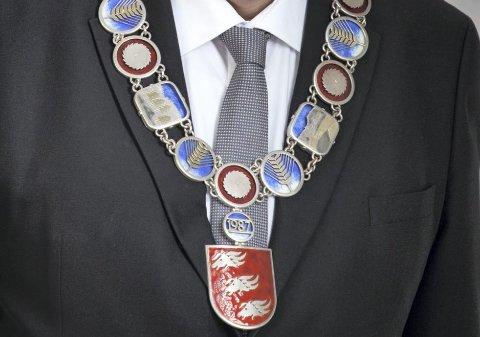 DISKUSJONER: Nytt ordførerkjede fører til diskusjoner blant politikerne i Lillestrøm kommune. Flertallet stemte imidlertid for innstillingen til kommunedirektøren med en kostnadsramme på 250.000 kroner.