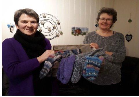 NY AKSJON: Diakoniarbeider i Flakstad Kristin Lindberg og diakon i Borge Kjersti Konsmo inviterer til strikkedugnad til Murmansk