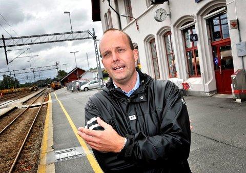 Vil ha ny jernbaneutredning: Sarpsborg-ordfører Sindre Martinsen-Evje vil droppe å legge ut forslagene for Rolvsøy-Klavestad på høring. Nå vil han ha utredet rett linje. (Arkivfoto: SA)