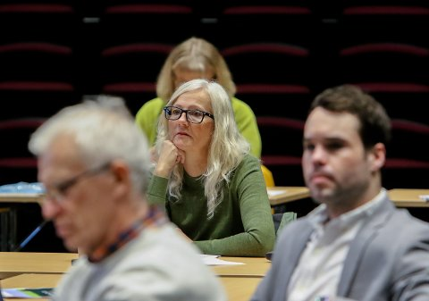 ER UROLIGE: Arild Svenson (Ny Kurs, fra venstre), Benedicte Lund (MDG) og Michael Torp (Frp) spør om kommunen tar tilstrekkelig ansvar for å sikre en trygg jernbaneutbygging.