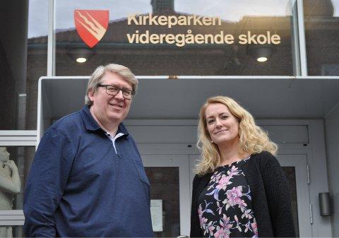 NYTT: Faglærer Nils Petter Johnsrud (t.v.) og fagleder Kari O. Sørensen synes det er stas å kunne utvide det yrkesfaglige tilbudet ved Kirkeparken, og gleder seg over å kunne tilby noe nytt til elever i mossedistriktet.