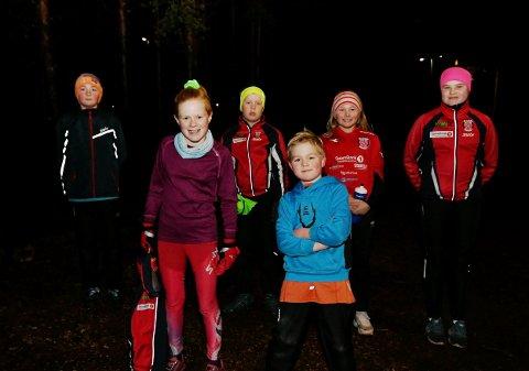 Det er fint å springe i løypa, mener Sigurd Jevnheim Garmo, Hanna Vollen, Hans-Anton Djupdalen, Jørgen Jevnheim Garmo, Agnete Jevnheim Garmo og Ragnhild Djupdalen.