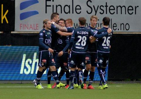 SCORING:  Strømsgodsets Gustav Mendonca Wikheim scorer  i kampen Tromsø IL-Strømsgodset på Alfheim Stadion søndag ettermiddag.   Foto: Rune Stoltz Bertinussen / NTB scanpix
