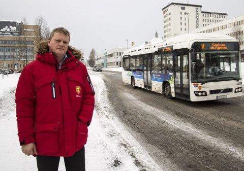 PÅ RETT VEI: Ivar B. Prestbakmo, fylkesråd for samferdsel og miljø, liker det han ser av utviklingen i busstrafikken i Troms.