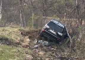 KJØRTE UTFOR: Bilen kjørte utfor på vei ned bakken mot Kaldfjord.