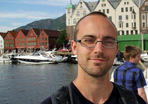 IKKE LETT: Levi Jensen fra Brøstadbotn har en navnebror i Sandefjord. Da navnebrorens videoer tok av på sosiale medier, begynte telefonene å strømme inn til Jensen.