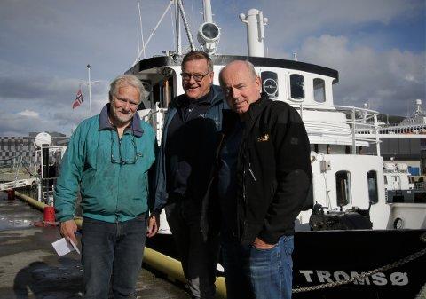 """LYS UTSIKT: Mats Forsberg (til venstre), Tor-Arne Antonsen og Morten Willumsen ser fram til flere seilaser utover våren. Nå ligger MS """"Tromsø"""" også an til å få skjenkebevilling, og kan servere ved kai i Tromsø."""