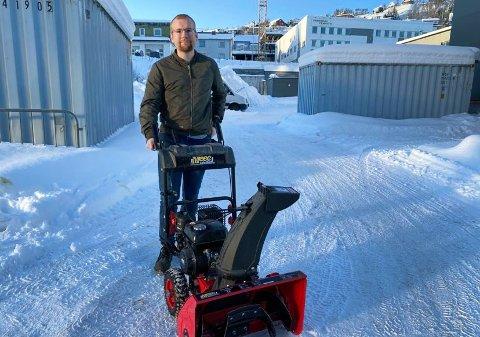 Her er Jørgen Lund og snøfreseren gjenforent. Foto: Silje Thjømøe