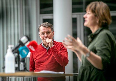 KONTROLL: Ordfører Gunnar Wilhelmsen og kommuneoverlege Inger Hilde Trandem fortalte at kommunen nå har god kontroll på smitteutbruddet i Tromsø.