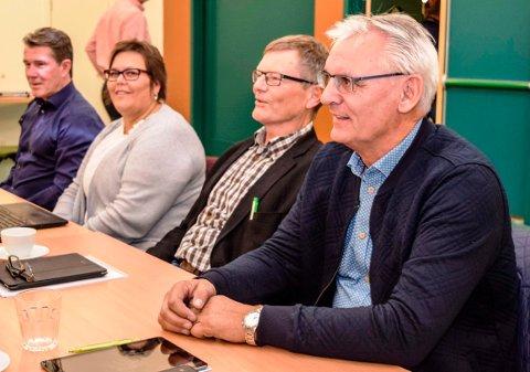 Kommunalsjefene Bjørn Bollum (t.h.) og Roy Thomassen (nr. to f.h.) går over i pensjonistenes rekker. T.v. Østre Totens to øvrige kommunalsjefer, Terje Horn Evensen og Lisbet kjøniksen.