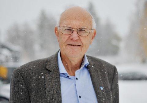 KLOKT: Ordfører Bjørn Iddberg sier det nå skal jobbes på høygir med sykehustomt på Biri