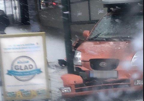 STORE SKADER: Bilen som trillet ned Hunnsvegen fikk store skader.