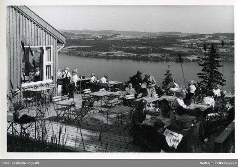 FLOTT UTSIKT: Hoppkafeen hadde en fantastisk utsikt der den ligger på toppen av Gjøvik.