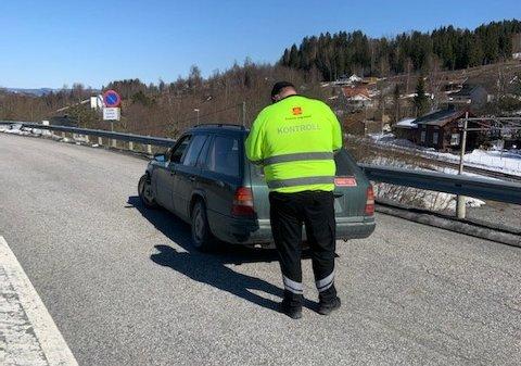KONTROLL: Statens vegvesen avskiltet seks biler på Raufoss. Bilen på bildet ble ikke avskiltet i fredagens kontroll, men ble stanset ved en tidligere anledning.