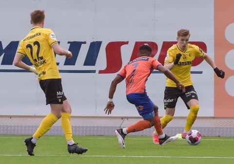 Markus Aanesland og Markus Karlsbakk i aksjon mot Aalesund.